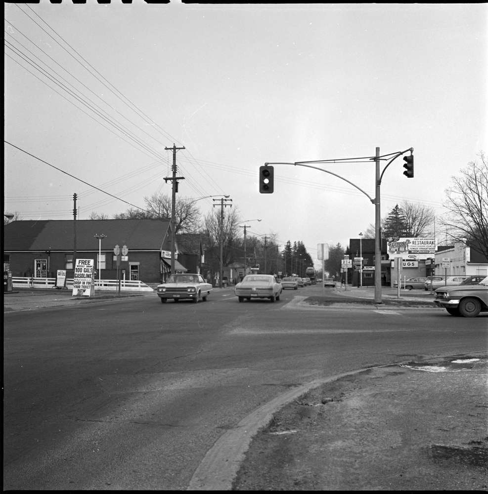 A black and white image of cars crossing an intersection in the 1960s in Lambeth.